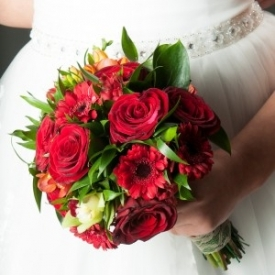 Buchet De Mireasa Rosu Din Trandafiri Si Gerbera Cu Livrare Gratuita